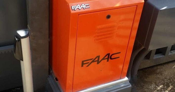 درب برقی کشویی 884 FAAC